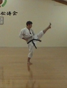 1.3 Джунро-Йондан (Движение 4). Хидари-кидзами-мае-гери